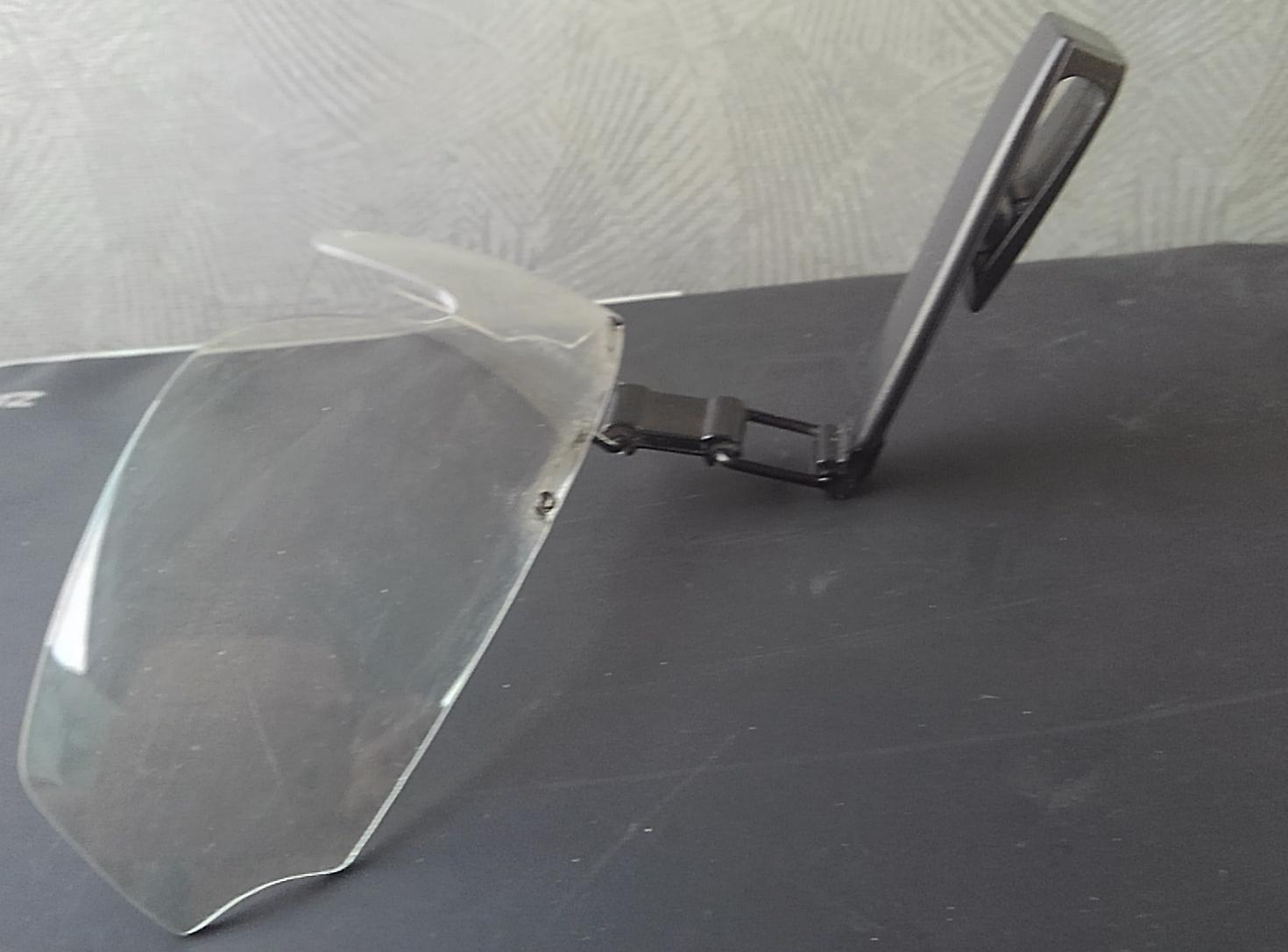 ヘルメット取付式保護メガネの使用感!簡易的にメガネと併用するならゴーグルタイプやオーバークラスより楽ですよ